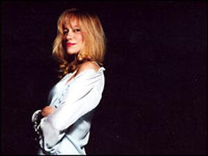 Carly Simon. Credit: Sony BMG Music Entertainment, Bob Gothard.