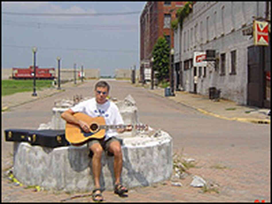 Musician Stace England at the intersection of 8th and Commerical streets.