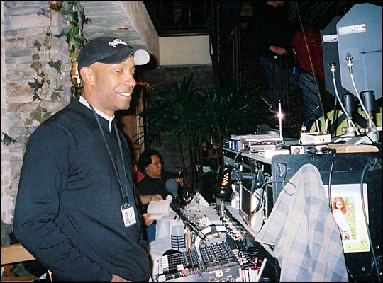 Sound mixer Dave Parker on the set of  'Freedom Writers'