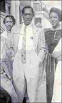 Clarice, left, with her brother, Ira, and sister, Rozzie Laney.