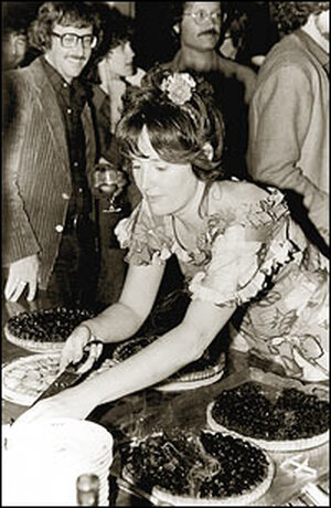 Alice Waters serves up pie at Chez Panisse in 1975.