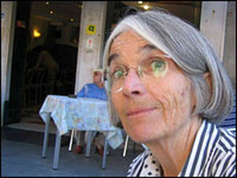 Donna Leon visits her neighborhood cafe.