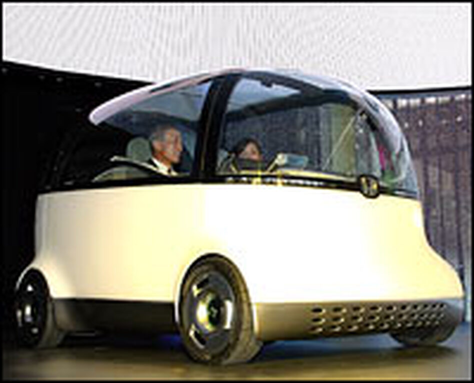 Honda Motor Corp. President and CEO Takeo Fukui introduces the company's Puyo concept vehicle at the Tokyo Motor Show, Oct. 24, 2007.