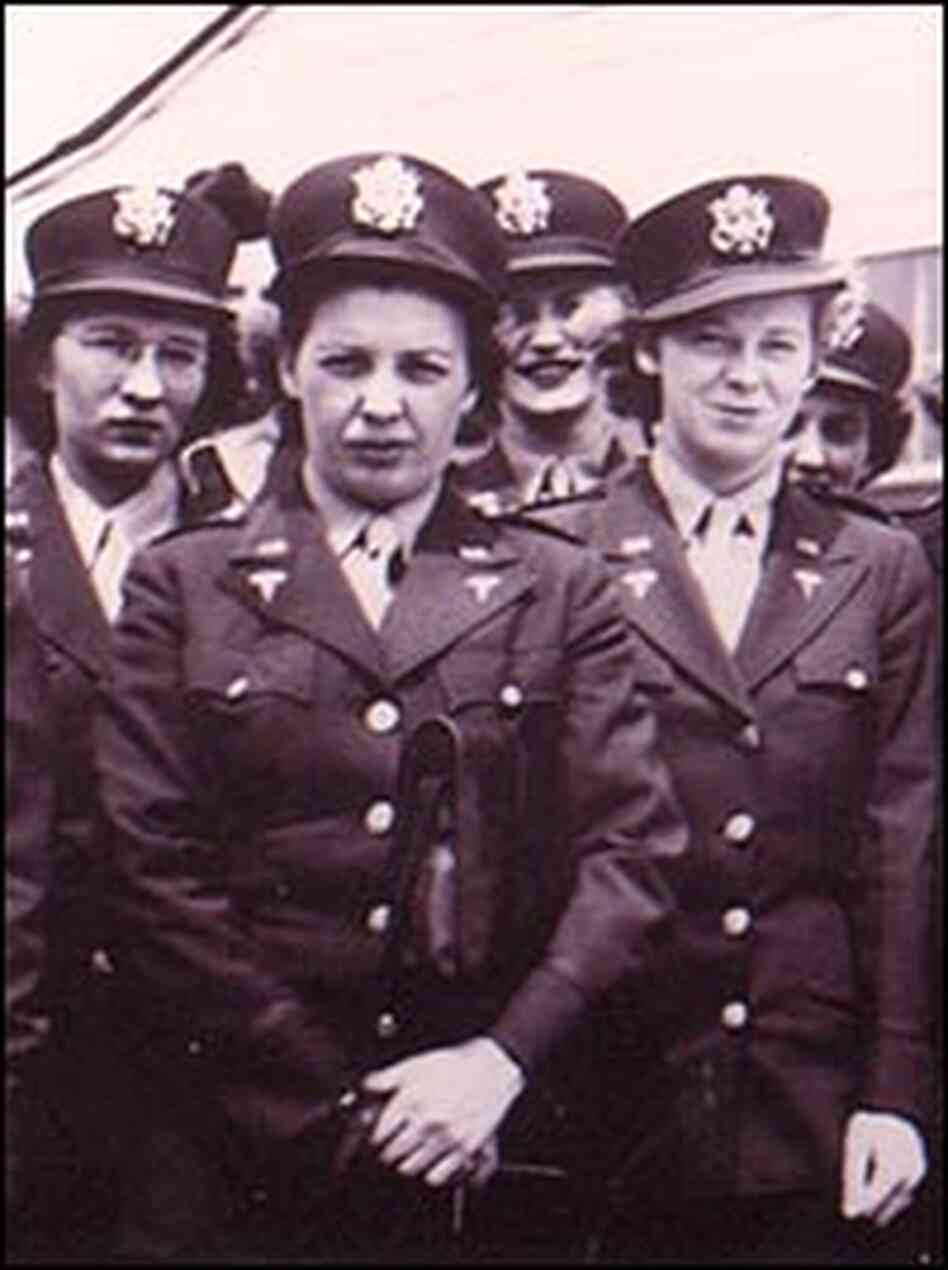 Kate Nolan, with fellow Army nurses