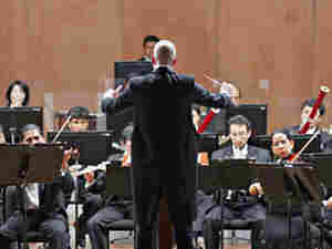 Conductor David Handel leads the National Symphony Orchestra of Bolivia