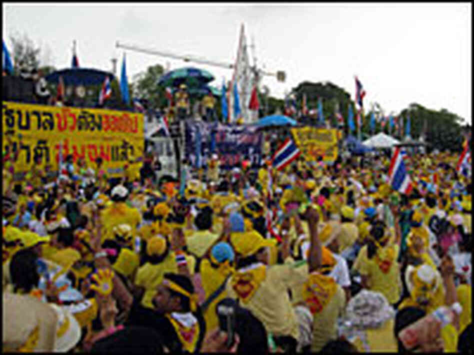 Protestors at the Thai Prime Minister's compound