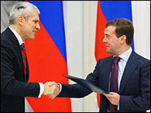 Russian President Dmitry Medvedev (right) and Serbian President Boris Tadic