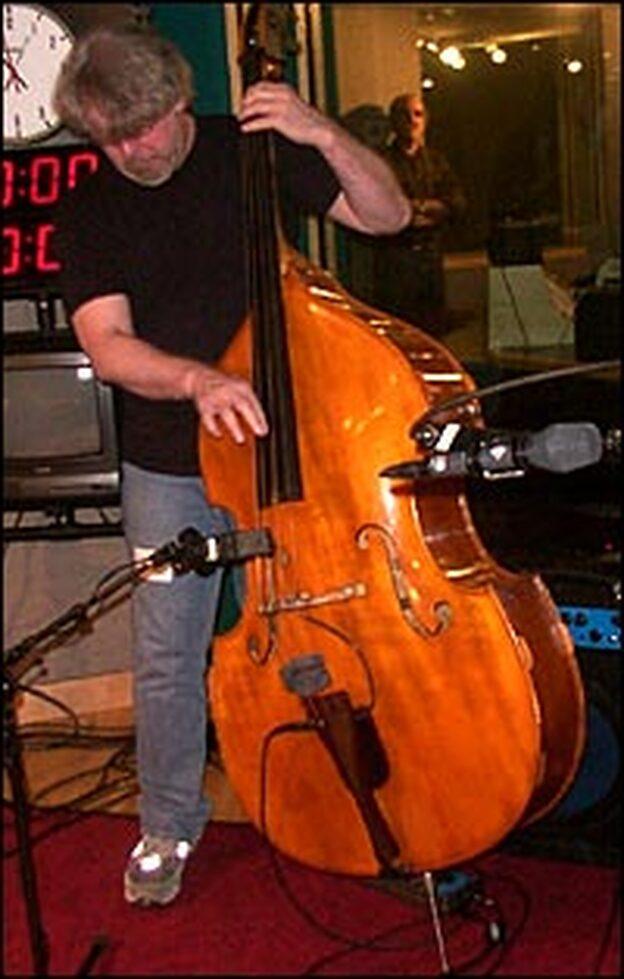 Bass player Steve Rodby.