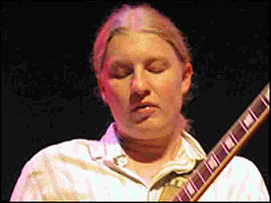 Derek Trucks is married to musician Susan Tedeschi.