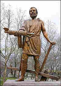 A statue of Cincinnatus stands in Cincinnati, Ohio.