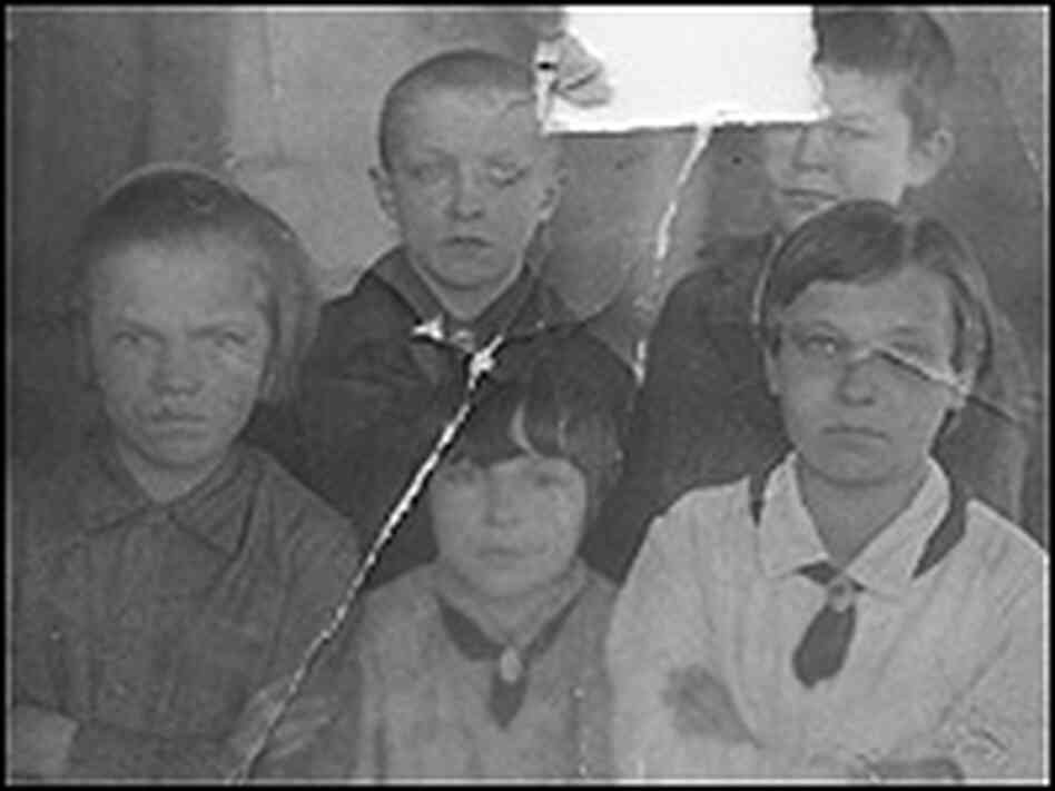 The otlichniki (outstanding students) of Class B, Pestovo School, 1936.