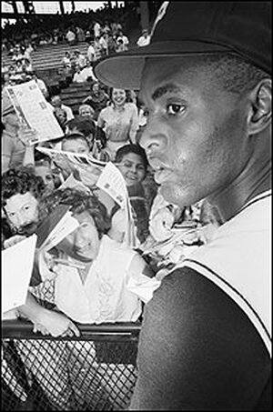 Fans seek Roberto Clemente's autograph at a 1962 game in Pittsburgh.