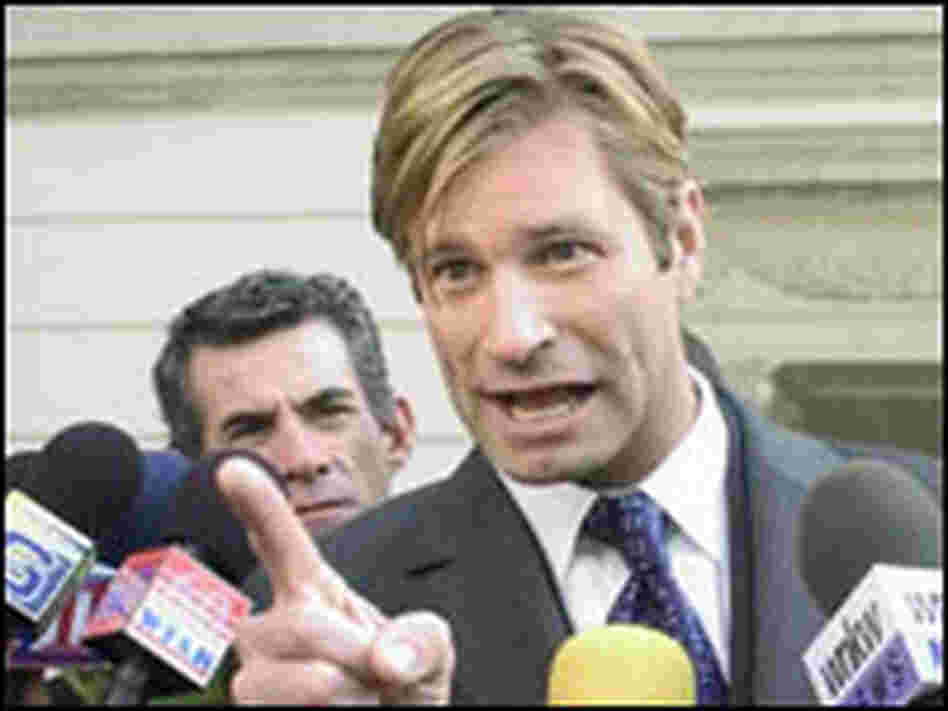 Aaron Eckhart, interviewed by TV cameras in a scene from 'Thank You for Smoking.'